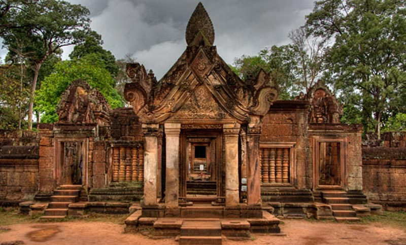 Banteay Srei, Kbal Spean and a private visit to a silk conservation center